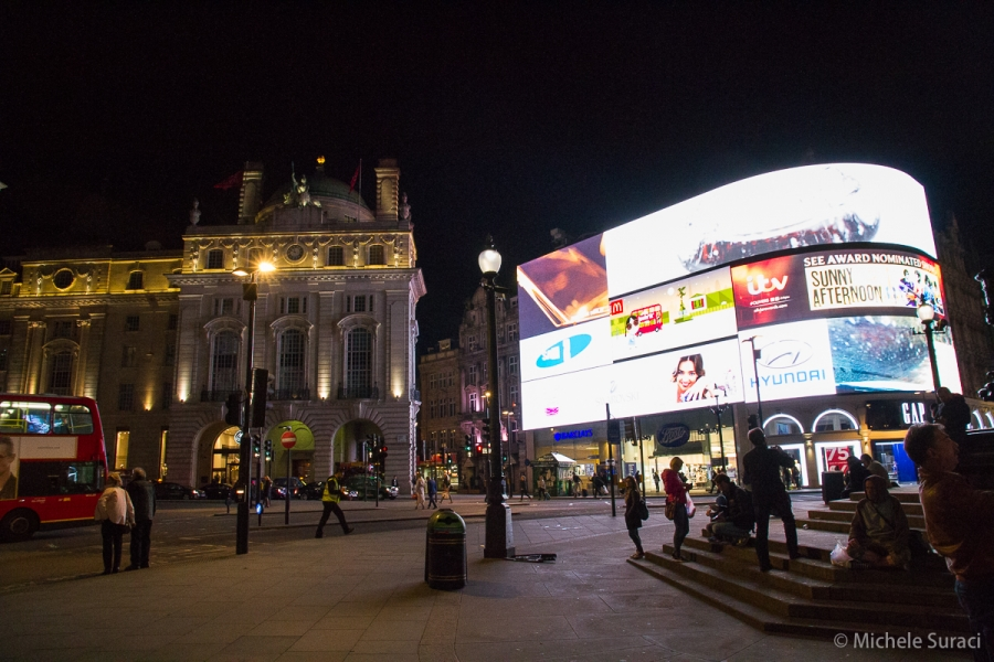 Piccadilly Circus in notturna