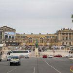 In fila a Versailles