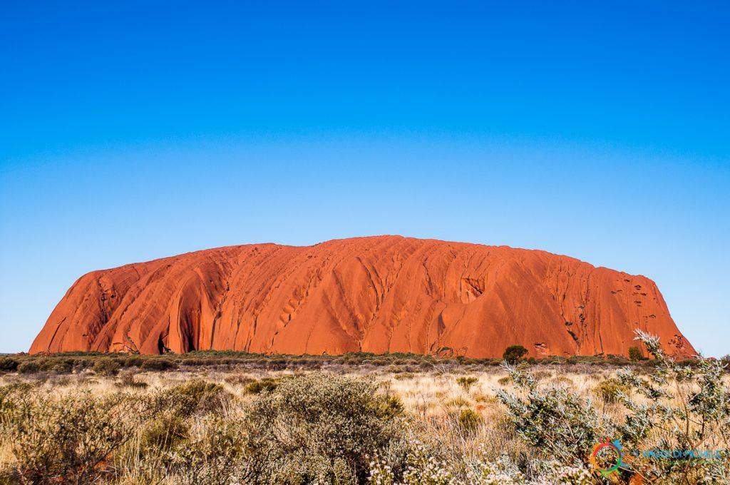 Ayers Rock, il simbolo dell'australia aborigena. Tutto il deserto rosso Australiano deriva dall'erosione di questo monolite.