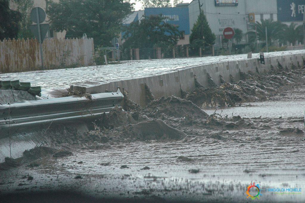 L'alluvione che sta per invadere la nostra carreggiata