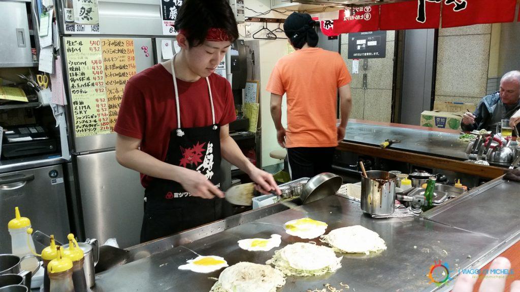Okonomiyaki a Okonomi-mura