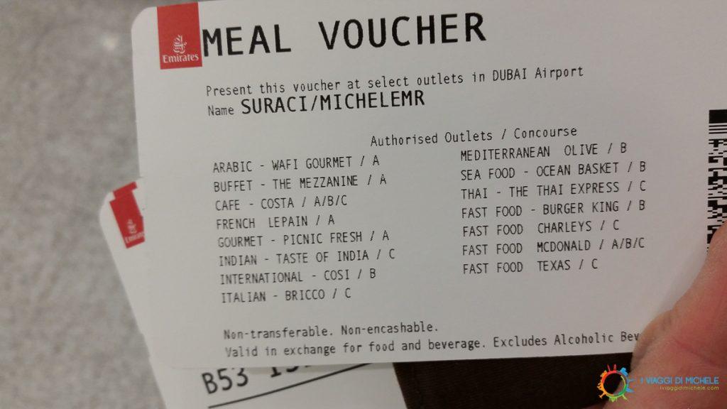 Durante i lunghi scali, alcune compagnie aeree offrono voucher il pasto a terra