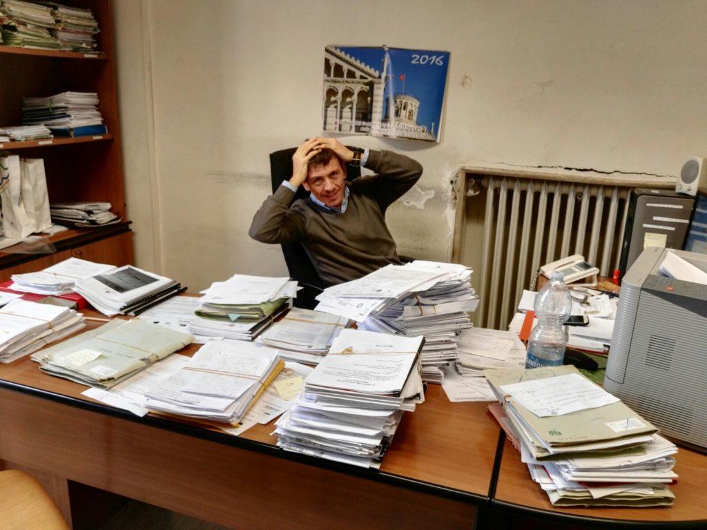 La scrivania in ufficio non dovrebbe essere cosi prima della partenza