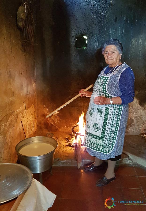 Nonna Peppina e il suo formaggio