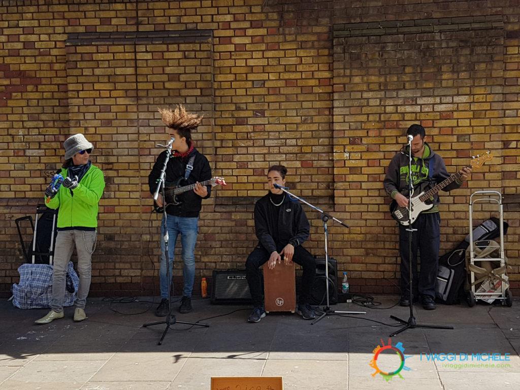 Artisti di strada sulla Brick Lane