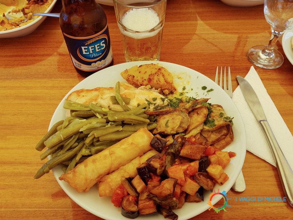 La cucina mediterranea a tavola sul Caicco