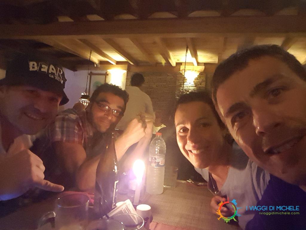 Cena a Pokhara con i miei amici