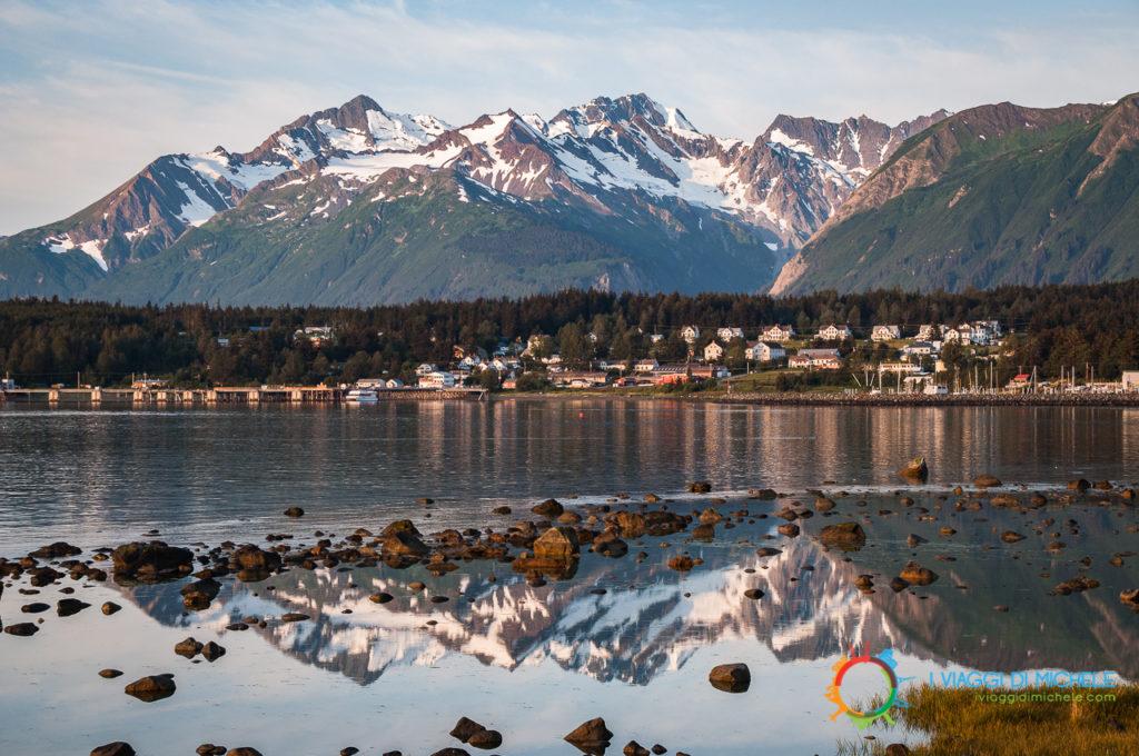 Haines, Alaska - Tutto a fuoco, dalle pietre in primo piano alle montagne